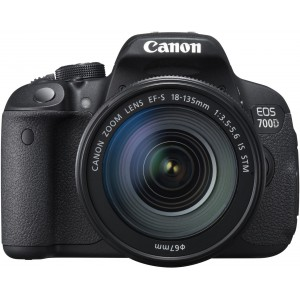 Cámara Réflex Canon EOS 700D + 18-135mm IS STM